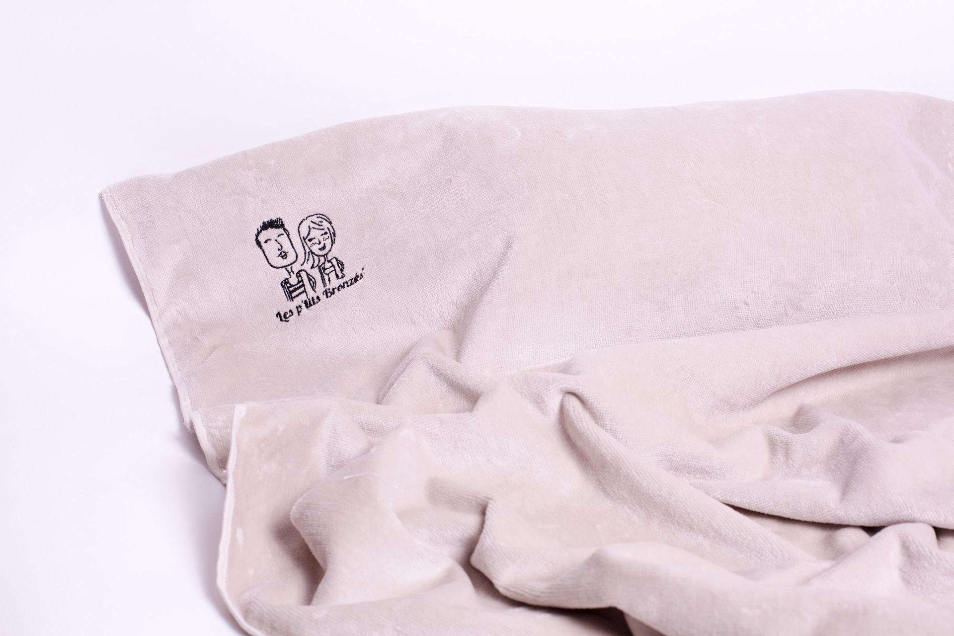 serviette de plage avec coussin intégré sand - les p'tits bronzés